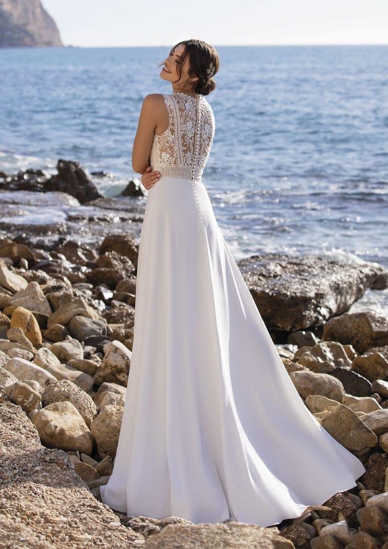 Robe de mariée Vinie, dos dentelle avec boutons - White One