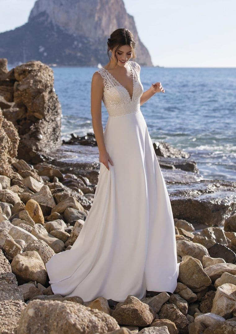 Robe de mariée Vinie coupe en A et décolleté en V - White One