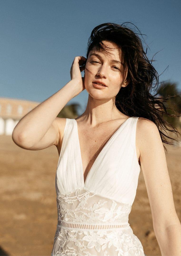 Robe de mariée Artemis décolleté en V - Lambert Créations