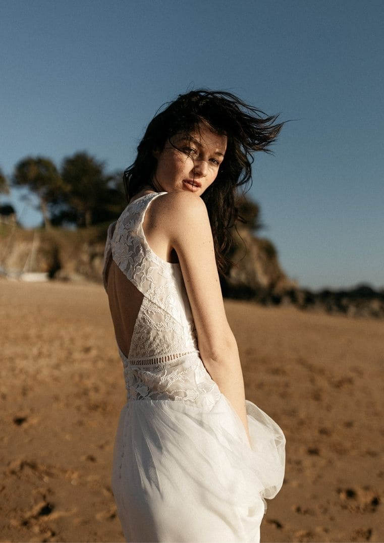 Robe de mariée Artemis légère en dentelle - Lambert Créations