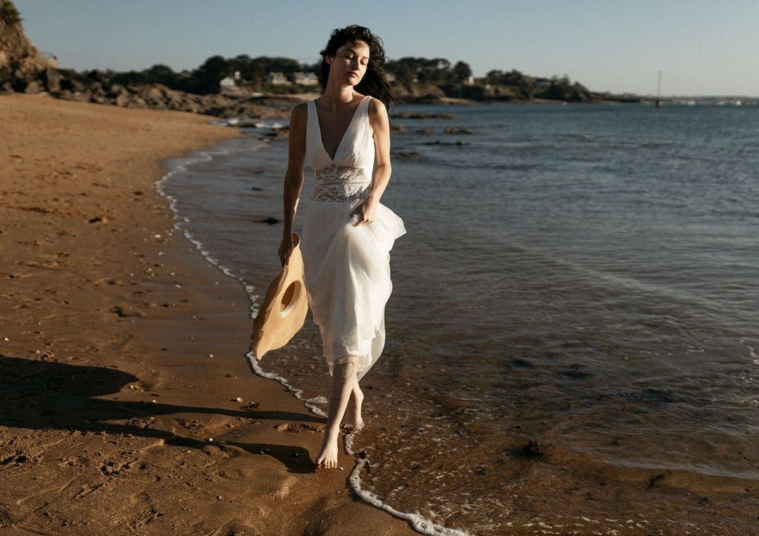 Robe de mariée Artemis légère en dentelle de Calais et tulle - Lambert Créations