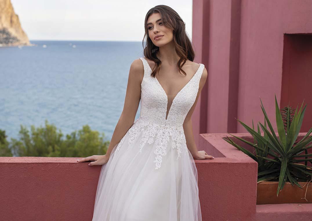 Robe de Mariée Merrybells décolleté en V - White One