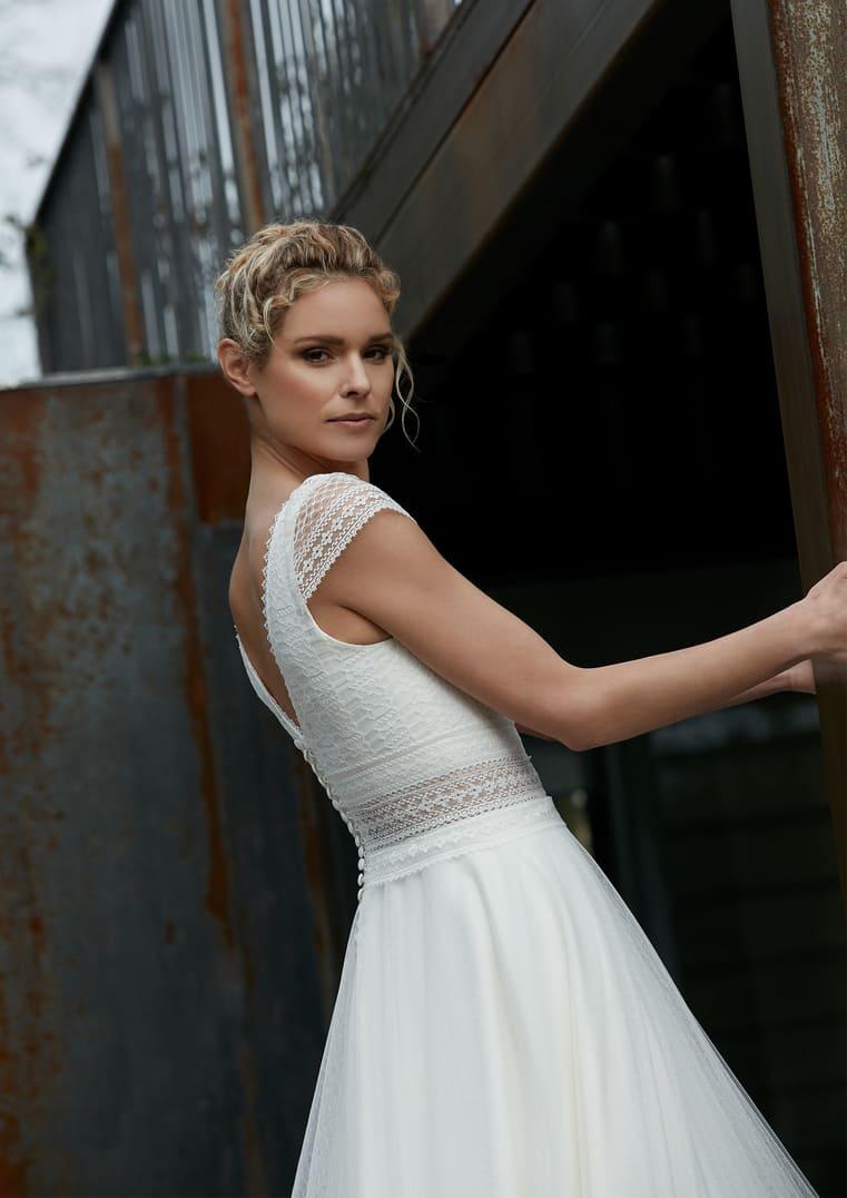 Robe de mariée décolleté en V - Rythmée Bochet Créations